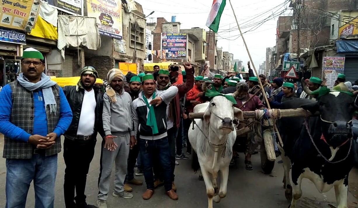 इटावा: भाकियु लोक शक्ति की किसान ट्रैक्टर रैली देख प्रशासन के फूले हाथ पांव।