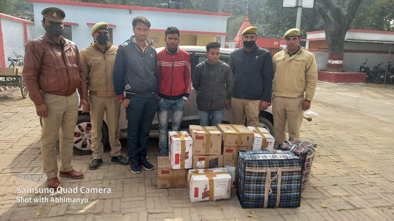 बाराबंकी: सफदरगंज पुलिस टीम द्वारा तीन शराब तस्करों को किया गया गिरफ्तार।