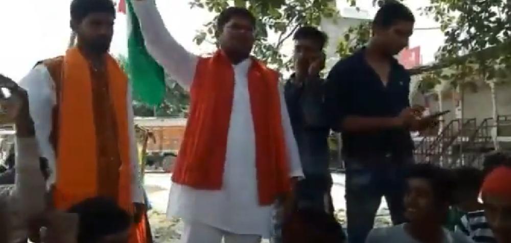 लखनऊ: हिंदू युवा वाहिनी ने पश्चिम बंगाल में हुई चुनावी हिंसा का किया विरोध।