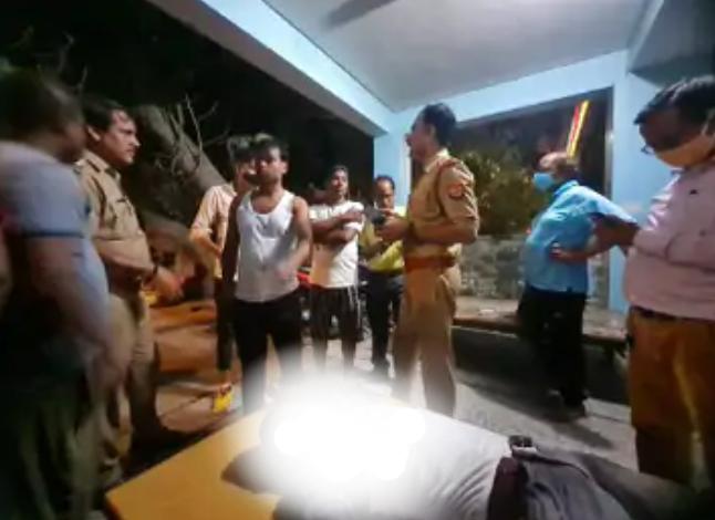 सीतापुर :कर्ज से परेशान युवक ने जहर खाकर दी जान।