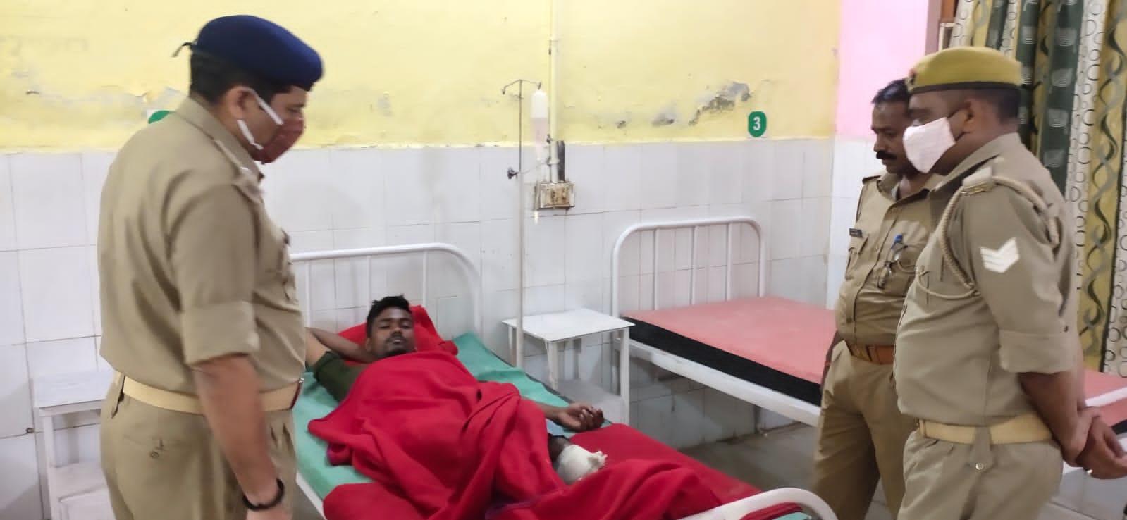 बलरामपुर :- अपराधी और पुलिस के बीच मुठभेड़, अस्पताल में करवाया गया भर्ती।