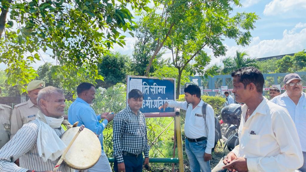 मुख्यमंत्री के आदेश पर किसानों का पैसा दबाने वाली बजाज चीनी मिल की 50 करोड़ की सम्पत्ति हुई कुर्क।