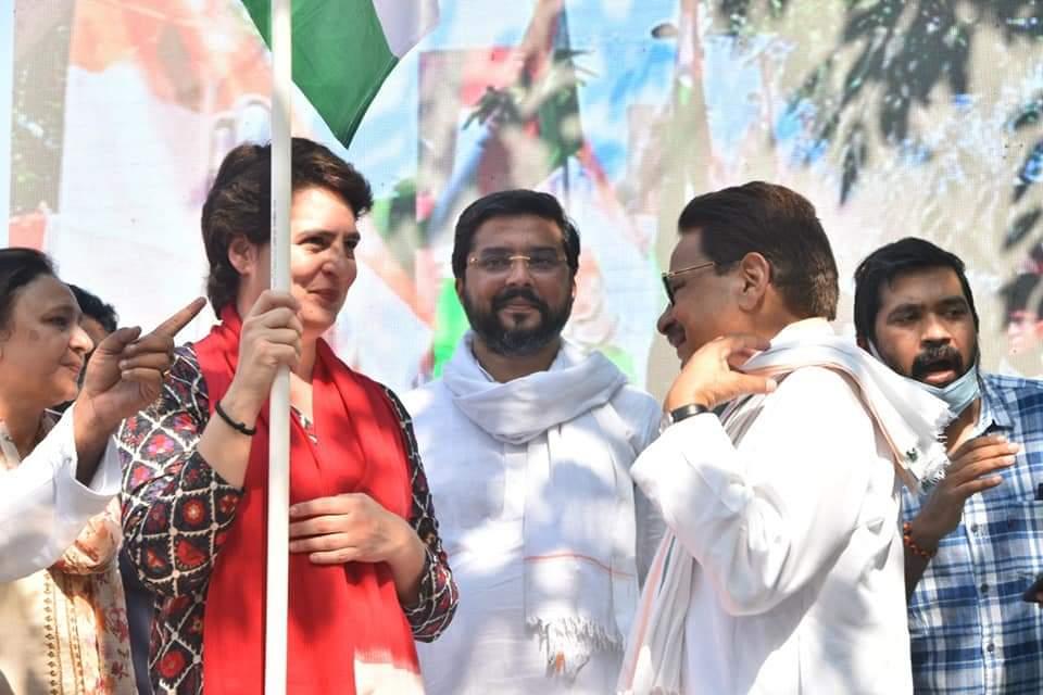 बाराबंकी: चुनावी प्रतिज्ञाओं की घोषणा कर प्रियंका ने प्रतिज्ञा यात्रा का किया आगाज।